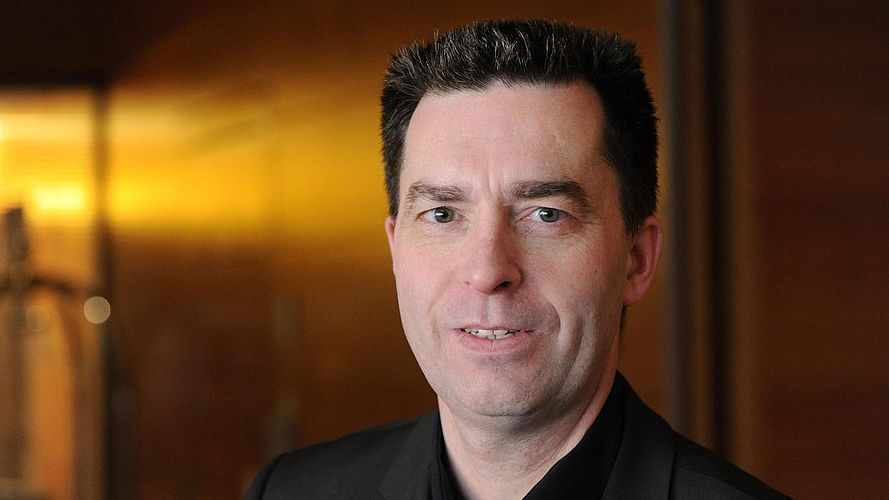 Dr. Serge Embacher