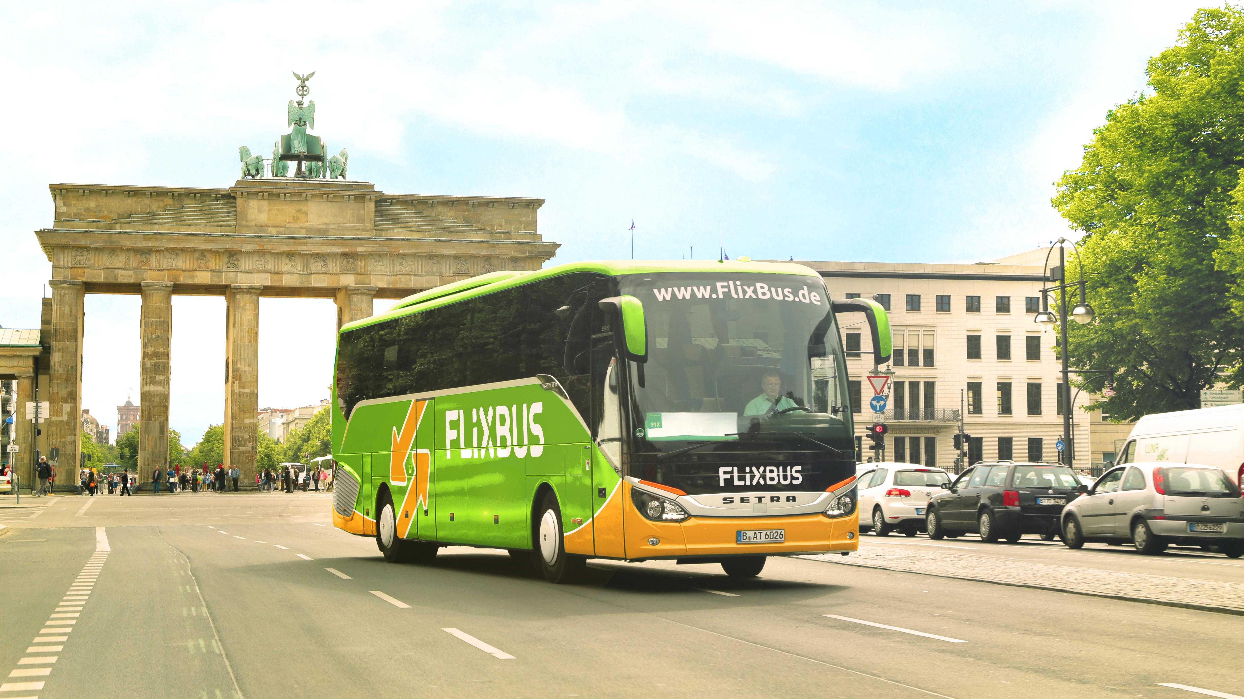 Flixbus vor dem Brandenburger Tor